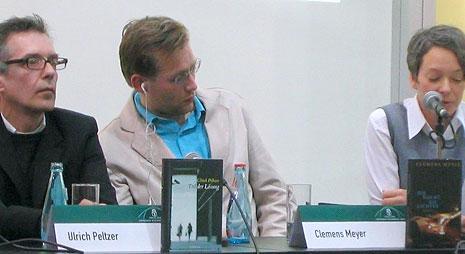 Clemens Meyer mit Ohrhörer Leipziger Buchmesse 2008