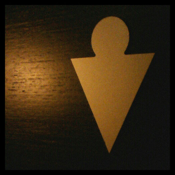 Photo: Abstraktionsstufenreduktion. #Toilette #Zeichen #Symbol #Lettland #Riga