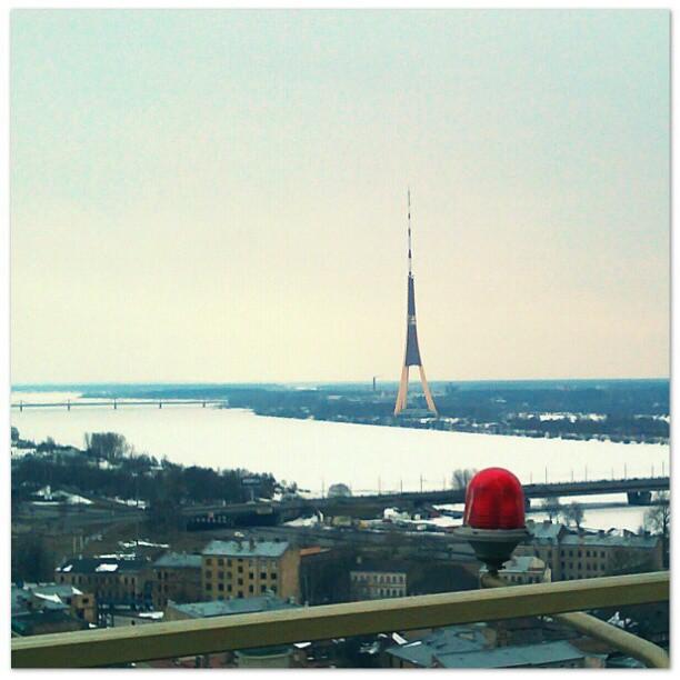 Photo: #Aussicht vom Gebäude der #Akademie der #Wissenschaften zum #Fernsehturm. #Riga