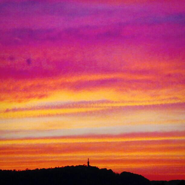 Photo: #sunset #sky over #Marian #column in #Trier. #Mariensäule #Sonnenuntergang #abendhimmel #abendrot #tonwertanpassung