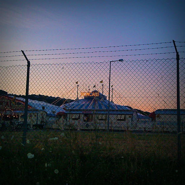 Photo: The #Circus is in town...#Trier #Roncalli #chain-link #fence #wire #netting #wire-mesh