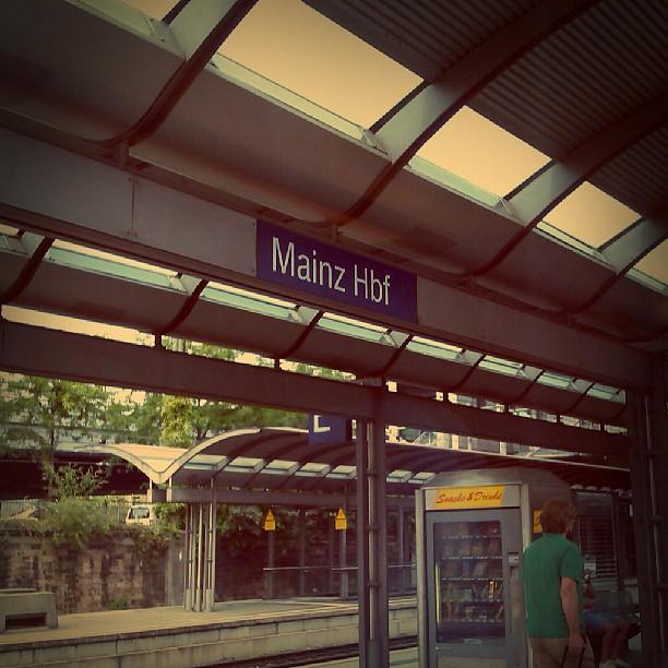 Photo: In diesem Fall wäre es besser gewesen, der Zug wäre einfach durch gefahren. #Mainz