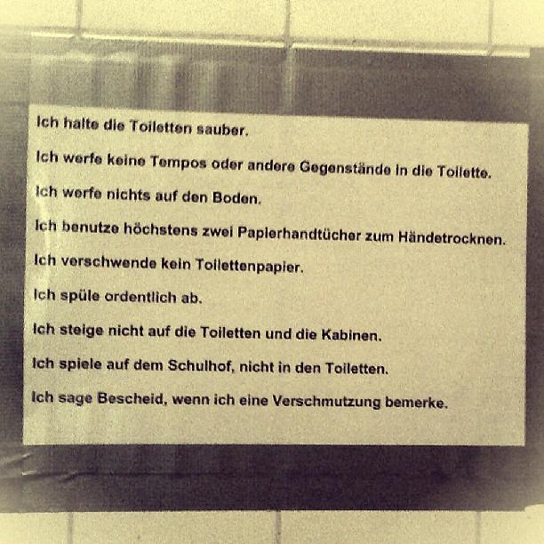 Photo: Die zehn Gebote der jungen Pioniere. No, wait... Was heute in der #Grundschule wichtig ist... #Toilette #Schule #alledoof #Anhang #Sauberkeit #Ordnung #Werte