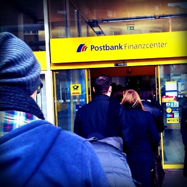 Photo: Weihnachtlicher Wahnsinn am Postamt. #Post #DHL #Weihnachten