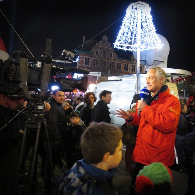 Photo: #Belgian #TV presenter Thomas Van #Hamme #reporting from the #apotheosis of #kitsch a.k.a. #RTL #Christmas #parade. #Brussels #Bratwurstjournalismus #alledoof