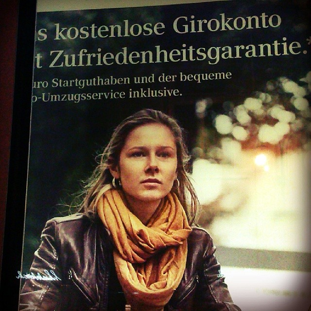 Photo: Die frühe #Wagenknecht? #Commerzbank #doppelgänger #double #Linke #street #advertising #ads