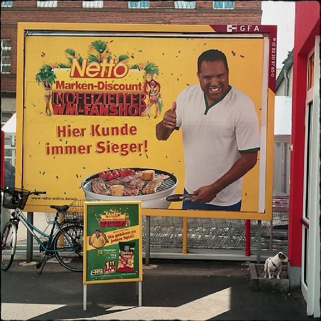 """Photo: """"Hier Kunde immer Sieger."""" Fehlende Interpunktion oder ... Tja, was überhaupt? #Netto"""