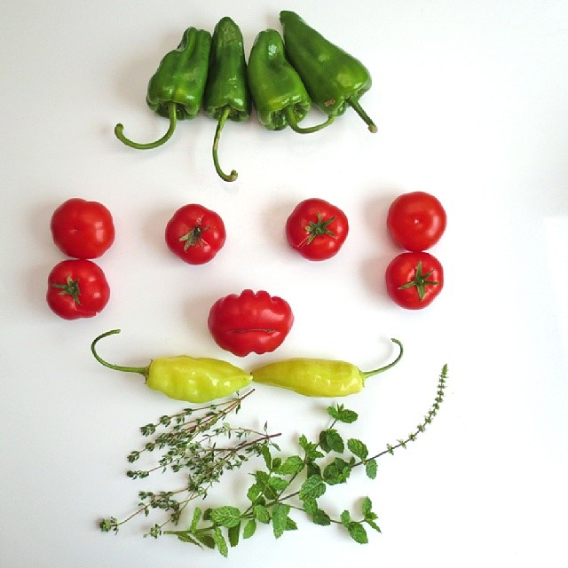 Photo: #Vegetables and #herbs from the #garden seem to look at me today. #gardening  #allotment #urbangardenersrepublic #green #nature #urban #farm #food #peppers #chillies #tomatoes #thyme #spearmint #hot #face #beard #Trier