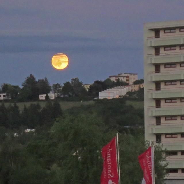 Photo: #Mond über #Mariahof. #Trier
