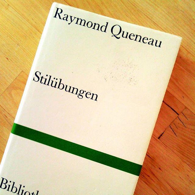 Photo: Kann man Literaturstudierenden nicht häufig genug empfehlen. #Strandlektüre #Oulipo #queneau #Stilmittel #stil