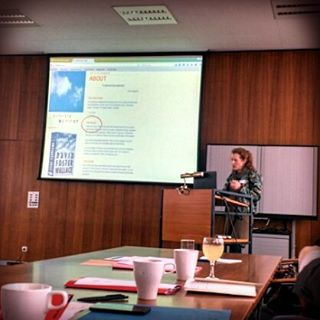 Photo: How will book studies deal with all the reading happening online? Simone #Murray @ #ibg #mainz #zwischenräume #keynote