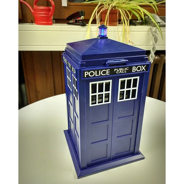 Photo: Look what my friend got me to celebrate the Best Teaching Award: A #cookie box, which seems to be much bigger from the inside... #tardis #drwho #nomnom