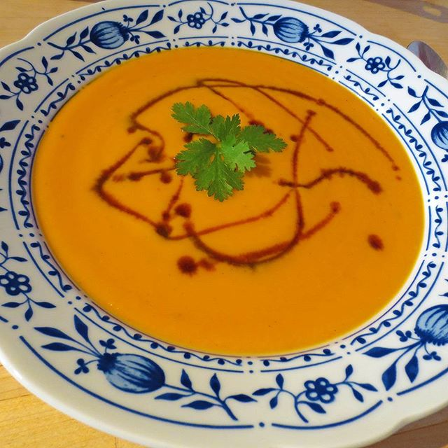 Photo: #Pumpkinsoup (#2) with #carrots, #ginger, and #coconut milk.It's autumn after all... #cilantro #pumpkin #hokkaido #garden #organic #allotment #homemade #food