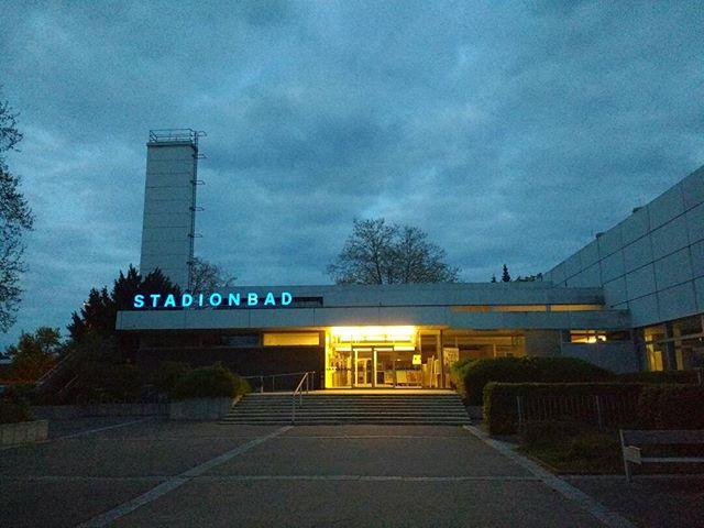 Photo: #Ludwigsburg-Ost #Spaziergang#Ludwigsburg-Ost #Spaziergang #Stadionbad. Sieht in der Tat verweist aus. #Karfreitag.
