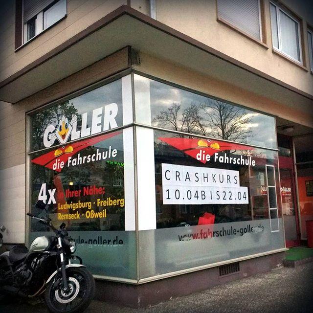 Photo: Ich hätte gemeint, dass ein #Crashkurs der Idee einer #Fahrschule diametral entgegen gesetzt ist. #Ludwigsburg-Ost.