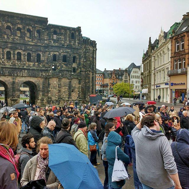 Photo: 250 Leute bei der Kundgebung zum #Marchforscience in #Trier.