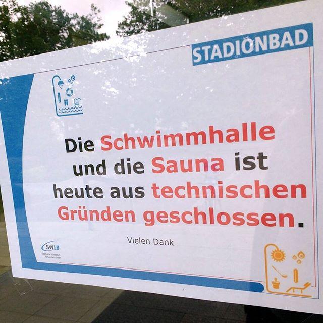 Photo: #Stadionbad #Ludwigsburg ist dicht. Traurige Menschen schleichen davor herum. :-( #Sauna