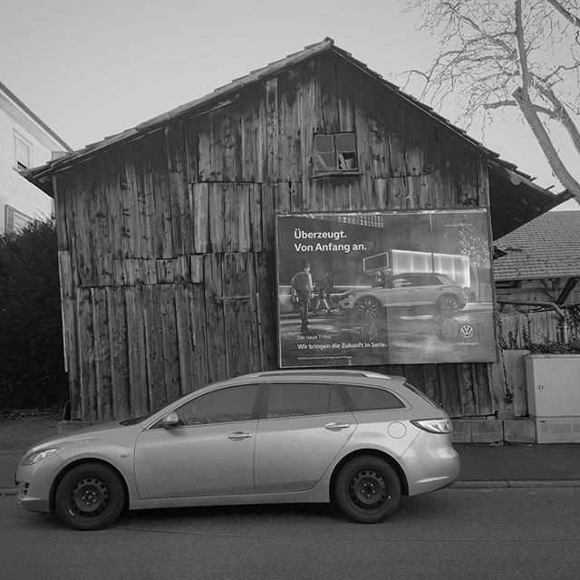 Photo: Schiefer Holzschuppen in #Ludwigsburg. #wood #shed #barn #car #ad #bw #blackandwhite #urban #oststadt