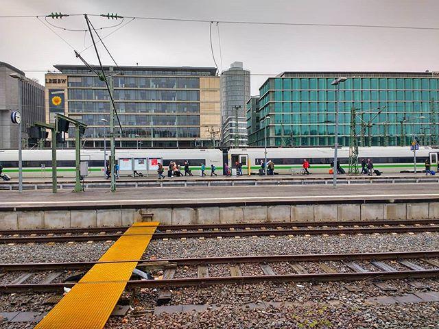 Photo: Grüner #ICE in #Stuttgart. #grünspotting @deutschebahn