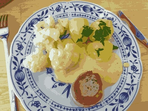 Photo: #Lunch in 16 colours. #16colorfood #food #foodphotography #8bit #pork #Bacon #potatoes #cauliflower #saucehollandaise