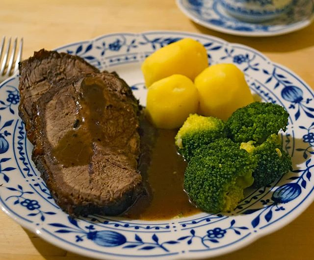Photo: #Sauerbraten with #potatoes and #broccoli. #regional #organic #glutenfree #lactosefree #homecooking #food #foodphotography #sundayroast
