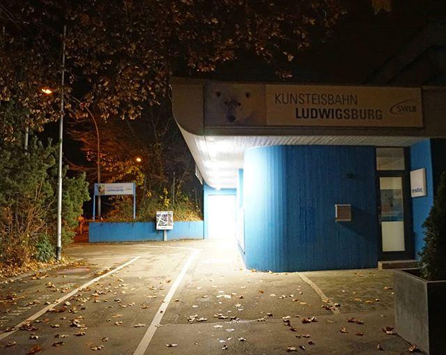 Photo: #Kunsteisbahn #Ludwigsburg. #eishalle #licht #beleuchtung #Herbst #lubu #luburulz