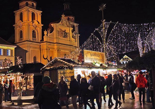 Photo: #Weihnachtsmarkt in #Ludwigsburg. #Barock #baroque #christmasmarket #lubu #luburulz